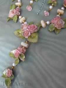 Внизу...  Fimo Pupen.  Слева имитация скалы из гипса на ней цветы-лотусы из.